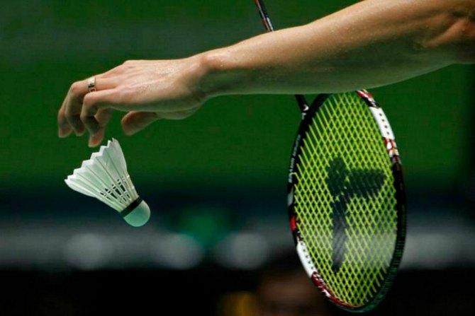 Badminton-Flick-Serve-ov